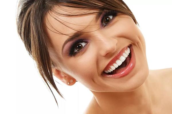 Идеальная улыбка – мечта или реальность? Виды виниров