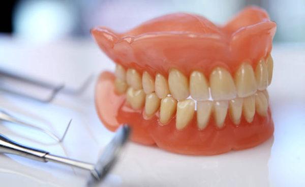 Особенности гибких зубных протезов